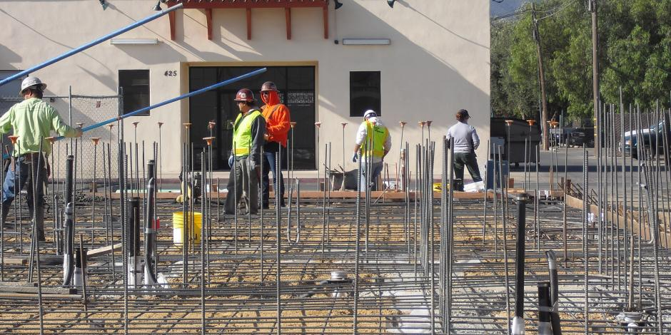 Floor construction with rebar for concrete